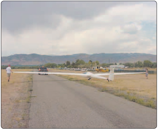Figure 6-6. Positioning the glider for the tow vehicle.