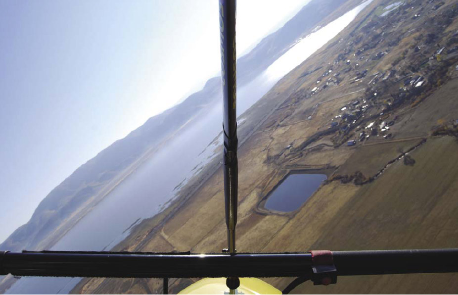 Figure 6-5. Pilot's view of 45° bank angle can be measured with the front tube or the control bar's angle with the horizon.